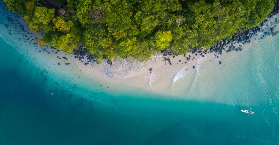 Strandferien Australien Luftaufnahme am Traumstrand nicht Globetrotter